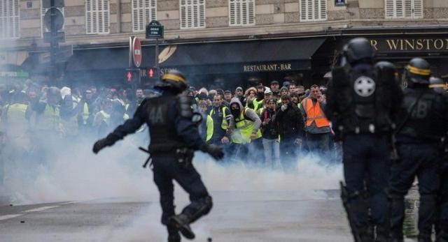 八家工会联手罢工,超180万人街头示威,马克龙发声令人失望