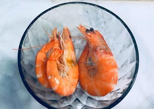 """腥味@清水煮虾""""最忌讳""""的一步,做了这1步,虾肉又柴又腥"""