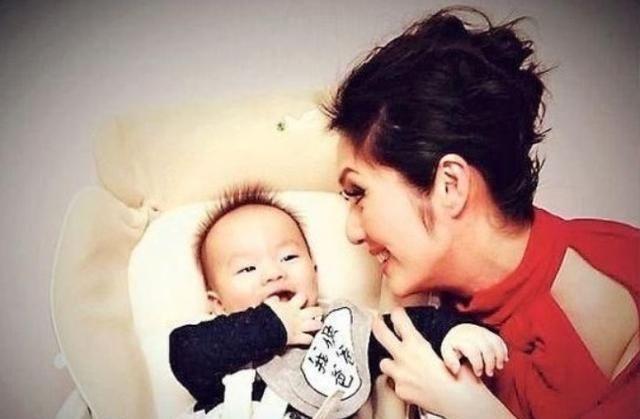 杨千嬅感慨到,我的宝宝是在一堆子宫肌瘤里找到的!