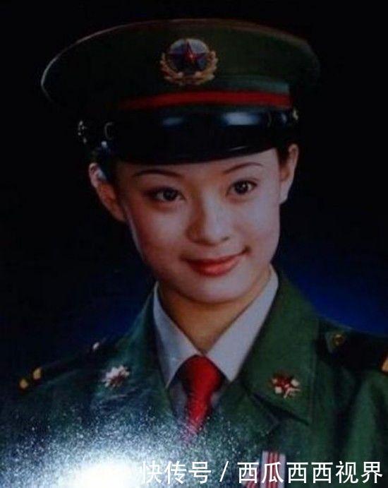 真正军人出身的演员军装照,那时的刘晓庆飒爽英姿