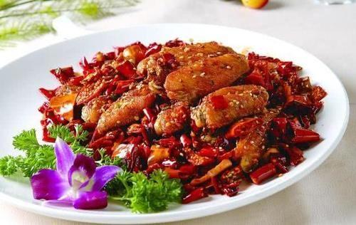 【夏季】鸡翅中肉质细嫩,做成香辣鸡翅很受欢迎,凉拌茄子夏季美味
