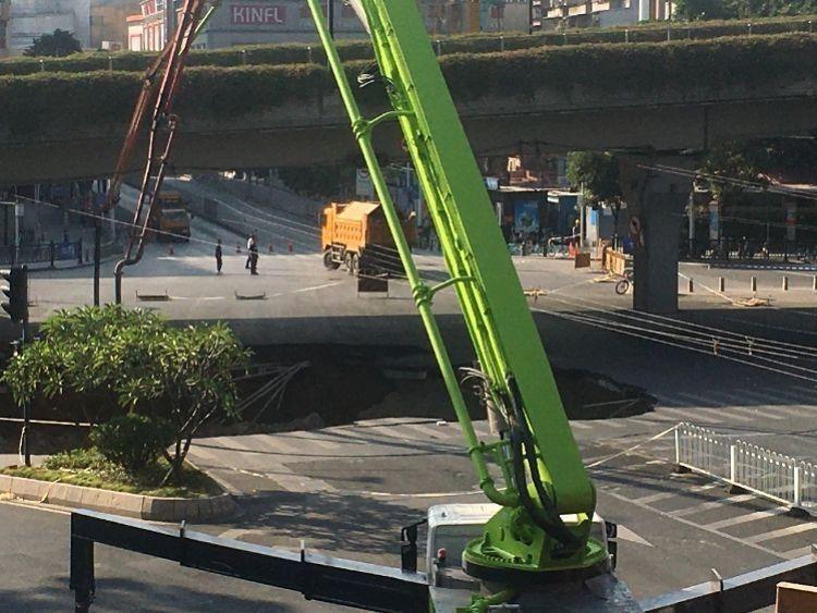 广州地铁集团道歉:共3人被困 塌陷区域救援难度大 正局部回填