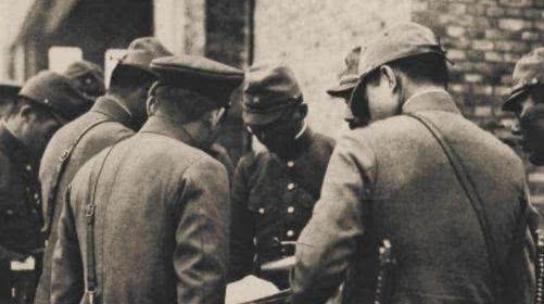 """职位:""""大佐""""是日军梦寐以求的职位,相当于我军什么军衔,能带多少兵?"""