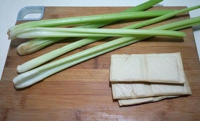【香脆】教你做芹菜炒香干,芹菜香脆,豆干嫩滑,好吃好看又有营养