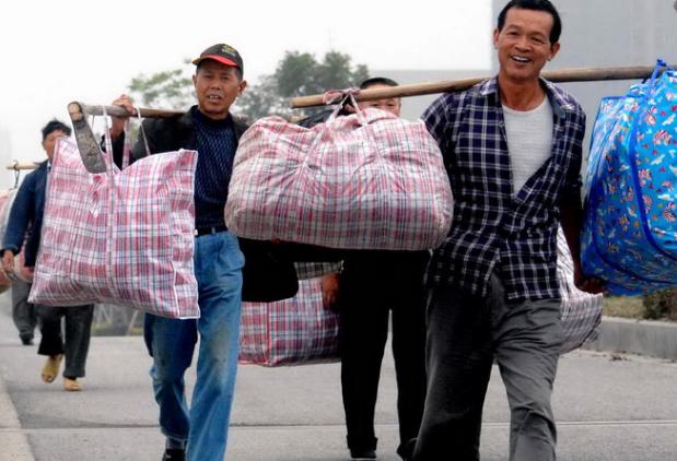 【返乡】中秋节已过,大批农民工为何又开始返乡,专家:该回的