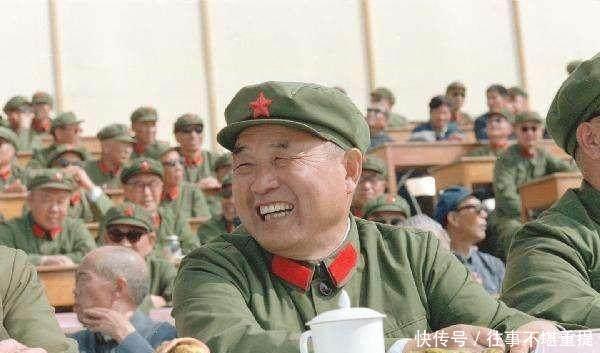毛主席■此人大器晚成,当兵7年才是班长,晚年深受毛主席信任,成副主席!