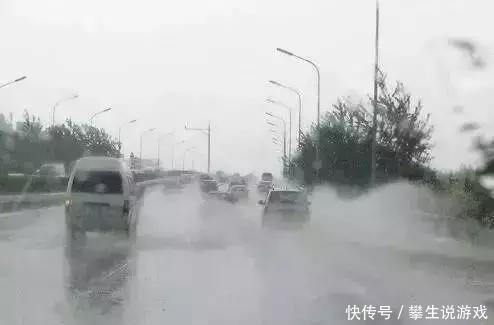 一招搞定雨天后视镜起雾,有车族必备神技能!