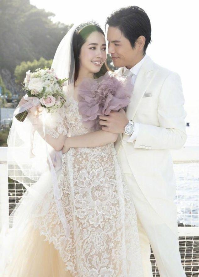 向佐郭碧婷婚礼现场视频 两人身穿白色礼服像极了童话