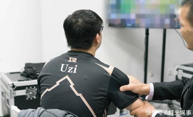 RNG先发五虎出炉,IG铁粉怒斥教练组:能不能别玩排列组合?