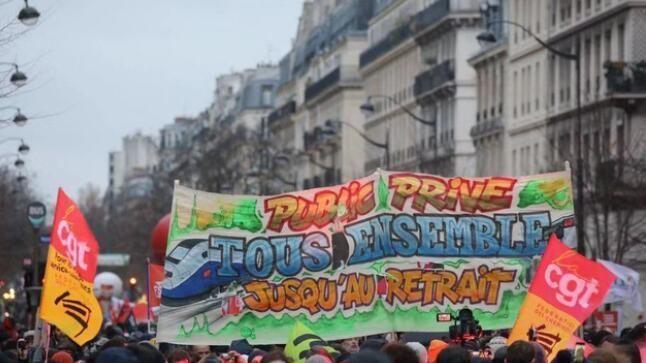 警方开枪都不管用!法国大游行愈演愈烈,首都拥堵超千里