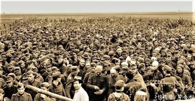 「覆灭」二战老照片:纳粹德国覆灭之前,沦为战俘的德军士兵眼中满是哀伤