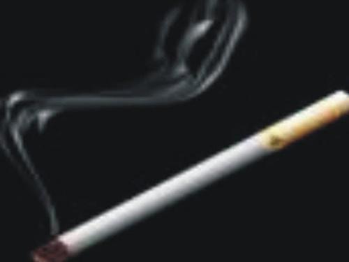 """烟民睡觉时的3个""""预警"""",肺部8成已""""焦黑如炭"""",要戒烟了"""