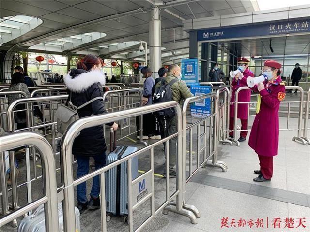 恢复运营三天部分站点客流较大,武汉地铁提醒:扫码乘车要注意这四点