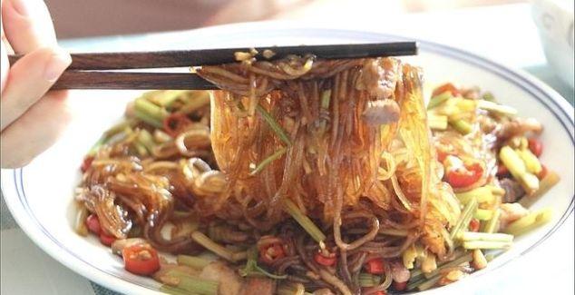 入秋后最爱这道家常菜,不用一滴油,香辣开胃超下饭,天天吃不够