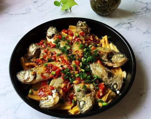 「小黄鱼」别再吃钙片,儿子16岁1米8,只因常吃这道菜,个子蹭