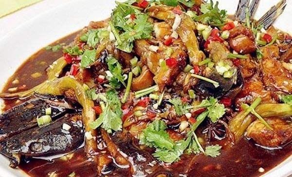 『茄子』茄子与鱼放在一起焖,美味加倍,好吃又营养,一起来看看吧