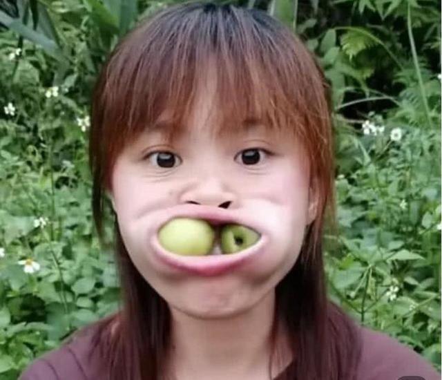 女孩撞脸吉吉国王火了,看到她的真实照片后,这真的是同一个人吗?