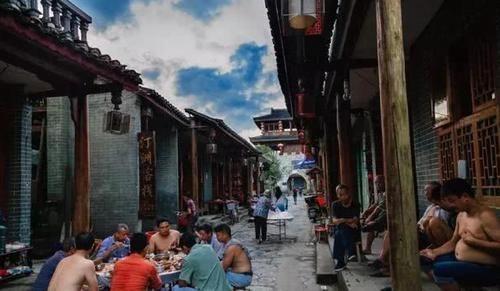 『唯一』中国唯一漂在水上的古镇,400年不通车,至今没有桥,活成了诗