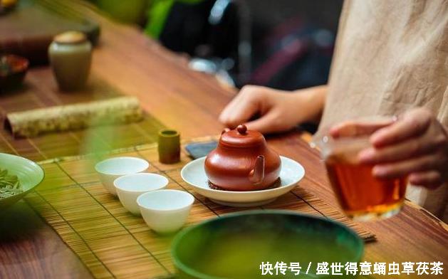 爱上茶,心就在一份美好的古典意蕴里沉醉盛世得意蛹虫草茯茶。