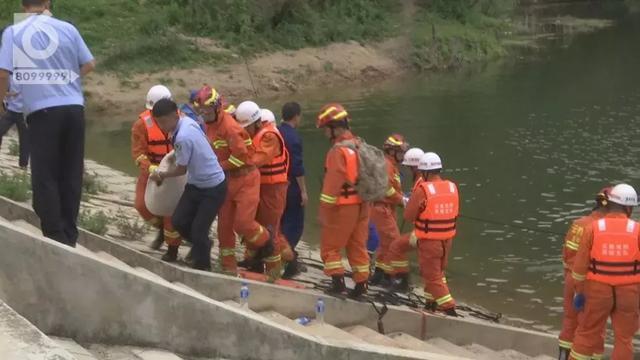 下午2点10分,2点33分,2点37分,母子三人陆续被发现并打捞上岸。
