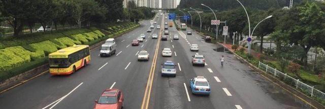 新手开车怎样判断车宽,开车判断左右距离图解