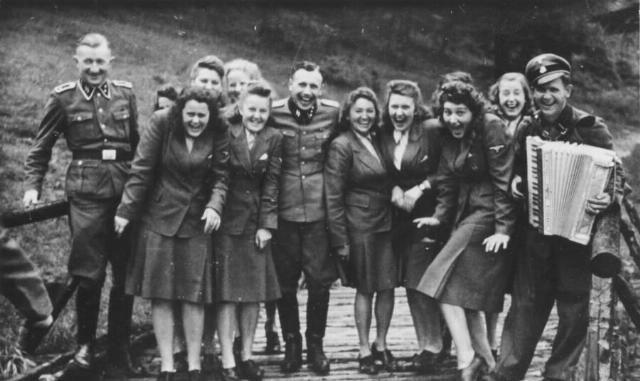 「发现」幸好发现了这本相册, 才知道了纳粹集中营副指挥官私生活的样