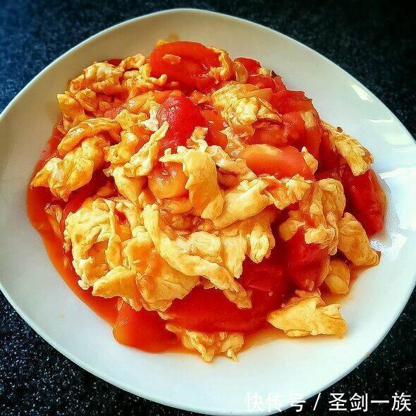 """好吃又养生,含钙量堪比""""钙片""""的家常菜,番茄炒鸡蛋,蒜香豆腐"""