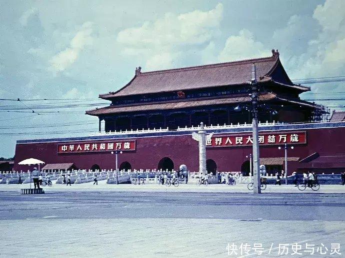 这是1957年的北京老照片,图五的轿车太气派了