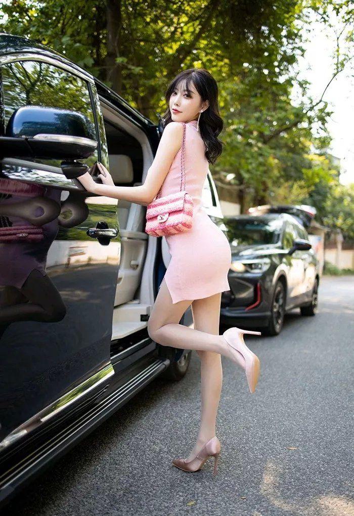 性感粉色包臀连衣小姐姐 修长的美腿太迷人 热点 热图4