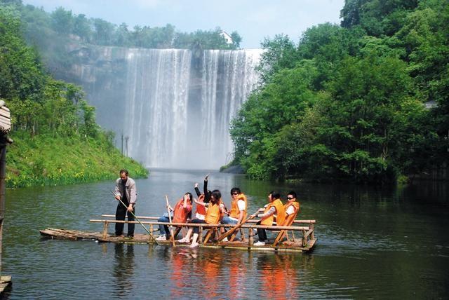亚洲第一瀑万州大瀑布