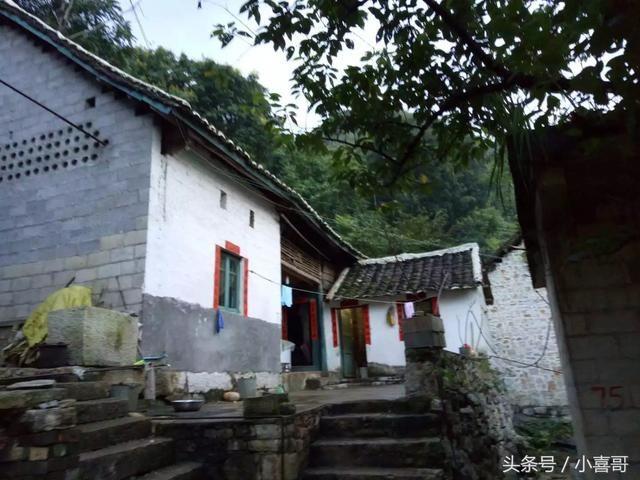 贵州一个深山里、小村庄只有4户人家、很少人知道它的存在!