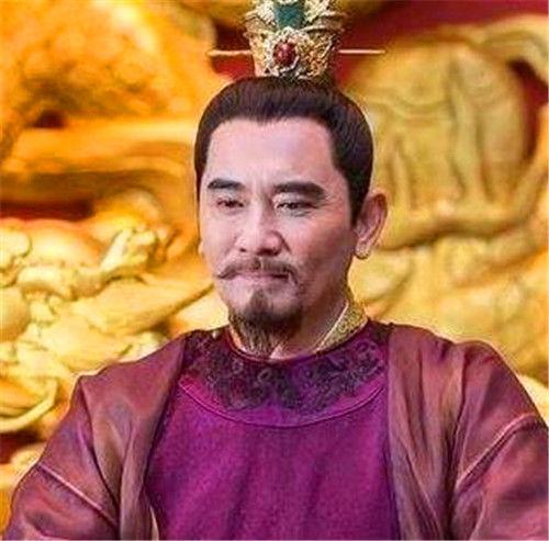 『皇帝』小孩调皮爬上龙椅,皇帝问:做天子好玩吗?小孩答4字,继承帝位