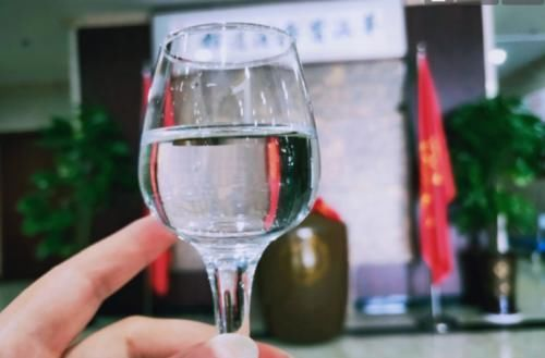 #颜值白酒#哪些酒口感好颜值高,让你舍不得喝?酒友:3类白酒,拿着很有面