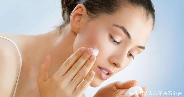 #白淡斑#丝瓜汁里加上它,15天美白淡斑明显,20天恢复肌肤白净,实力见效