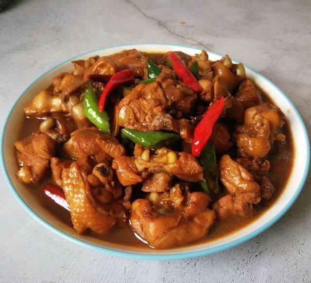 『鸡块』酱香鸡块,酱香浓郁,咸中微甜,鸡肉鲜嫩又紧致,实在是太香了
