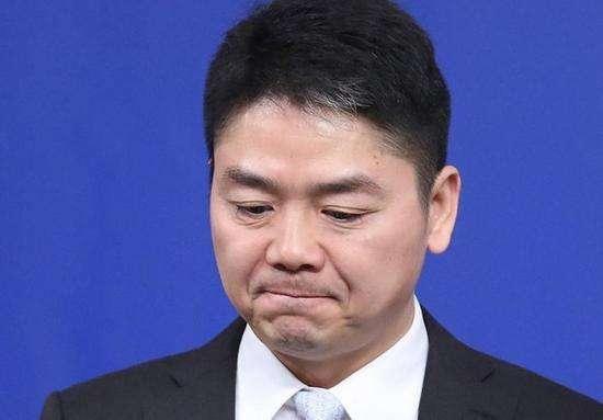 劉強東事件關鍵人物男同學曝光,這可能是一個比悲傷更悲傷的故事