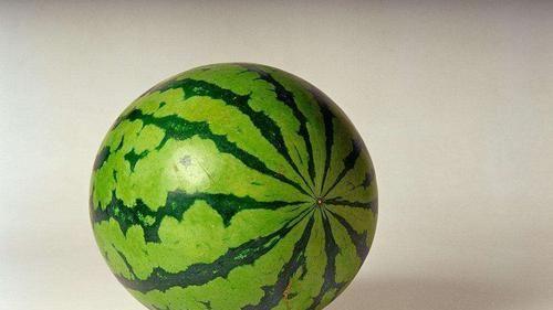 #淡黄色#怎样才能买到甜美多汁的西瓜?学会三个方法,一挑一个准