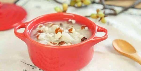『早上』早上吃一碗粥,可以益气养血,调理脾胃,使身体健康