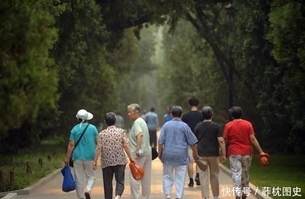 """全国唯一的""""寺庙养老院"""",免费照顾老人起居,未来能不能推广?"""