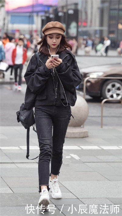 <b>街拍:貌美肤白的小姐姐,大长腿十分亮眼,笑容甜美可爱</b>