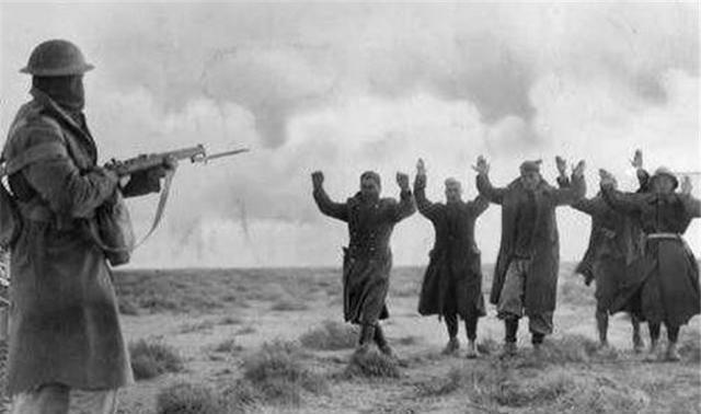 『投降』二战时的一支奇葩军队,逢人就投降,不行就打到你接受我投降
