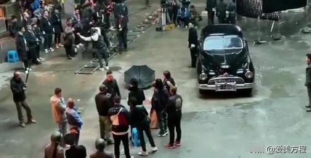 58岁刘德华片场疑与年轻演员起争执,助理齐护小主,天王孤零