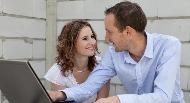 <b>办公室恋情到底好不好呢?为什么有些公司会有这样的规定?</b>