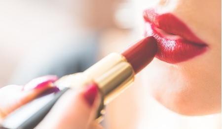 一个女生有十几只口红算不算正常?