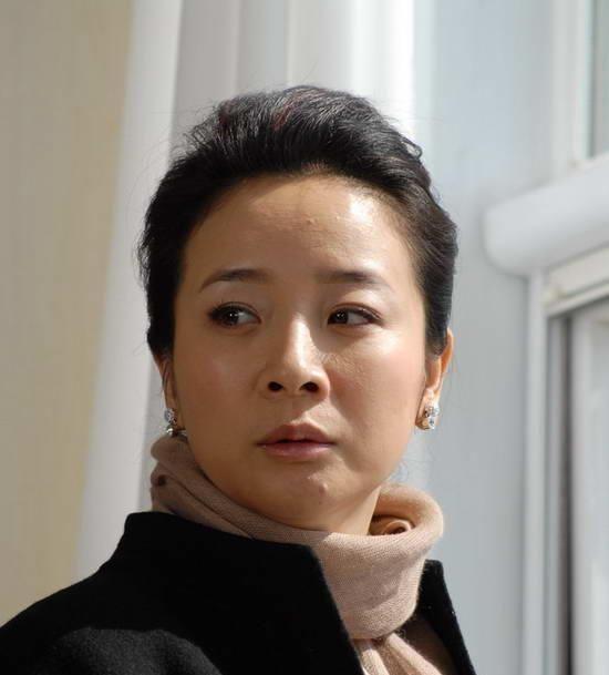 <b>23岁搭档汤镇宗演《外来妹》爆红,老公是导演,却被传出分居多年</b>