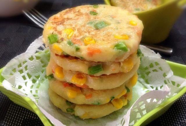入少许:美食推荐:田园土豆饼,黑芝麻杏仁糊,剁椒烧鱼块,苦瓜竹笋汤
