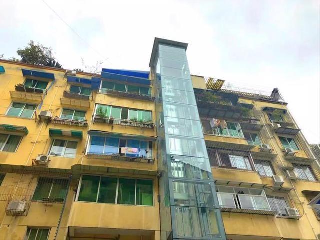 """""""一键""""到?#39029;?#37117;新津首台居民自助加装电梯正式运行"""