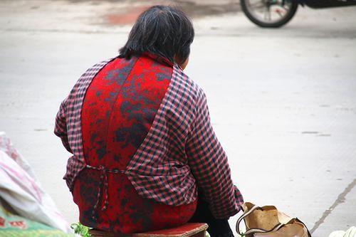 50岁后的女性,易出现骨质疏松,多吃高钙食物