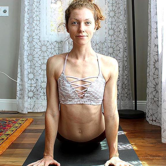 """想胖想要""""多肉""""? 瑜伽5式勤练, 练出体态丰盈"""