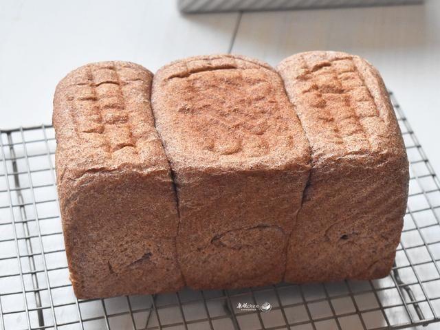 『全麦粉』在家做这营养吐司,麦香味浓郁,越嚼越爱吃,三天的早餐不用愁了